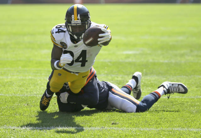 Stretching for the end zone: Steelers WR Antonio Brown tries to score vs. the Bears. (AP)
