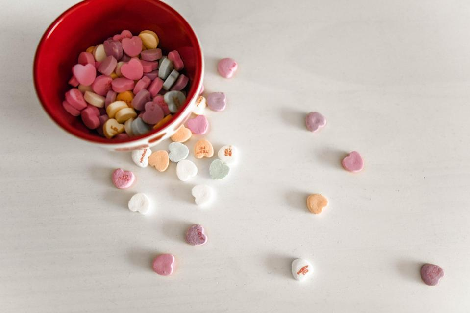 """<p> When in doubt, you can never go wrong with a bowl of sweethearts. </p> <p><a href=""""http://media1.popsugar-assets.com/files/2021/01/04/988/n/1922507/32b21f0233d5f7c1_element5-digital-qfDD1E-tb4w-unsplash/i/valentine-day-zoom-backgrounds.jpg"""" class=""""link rapid-noclick-resp"""" rel=""""nofollow noopener"""" target=""""_blank"""" data-ylk=""""slk:Download this Zoom background image here."""">Download this Zoom background image here. </a></p>"""