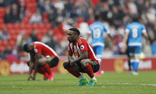 <p>Sunderland's Jermain Defoe and Victor Anichebe look dejected </p>