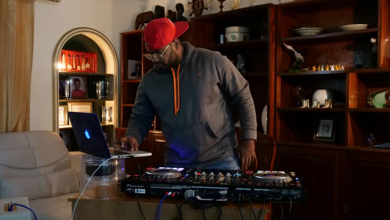 DJ Ritchelly livestreams a show in Luanda