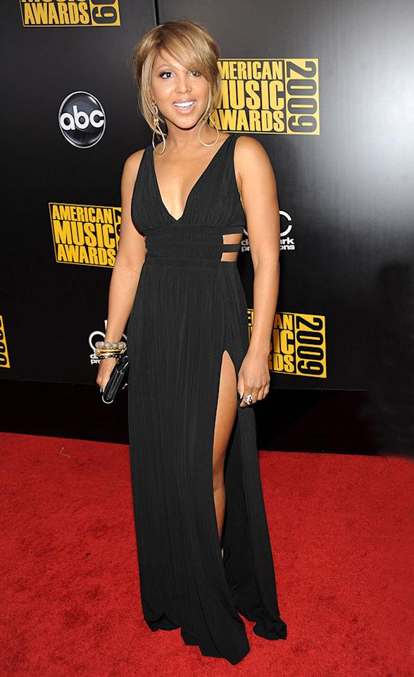 "Toni Braxton  Grade: A-  The 43-year-old looked absolutely fabulous in a daring black gown that showcased her gorgeous gams thanks to a sexy slit! Kevin Mazur/AMA2009/<a href=""http://www.wireimage.com"" target=""new"">WireImage.com</a> - November 22, 2009"