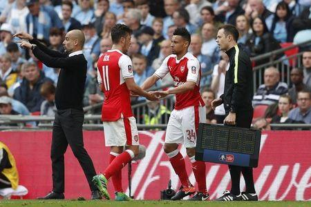 Britain Football Soccer - Arsenal v Manchester City - FA Cup Semi Final - Wembley Stadium - 23/4/17 Arsenal's Francis Coquelin comes on as a substitute to replace Mesut Ozil  Action Images via Reuters / John Sibley Livepic