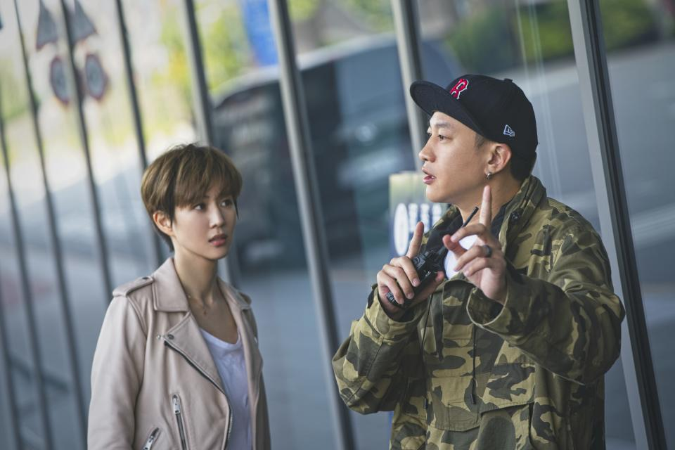 Director Peter Ho and actress Janine Chang on the set of Who's By Your Side. (Photo: HBO Go)