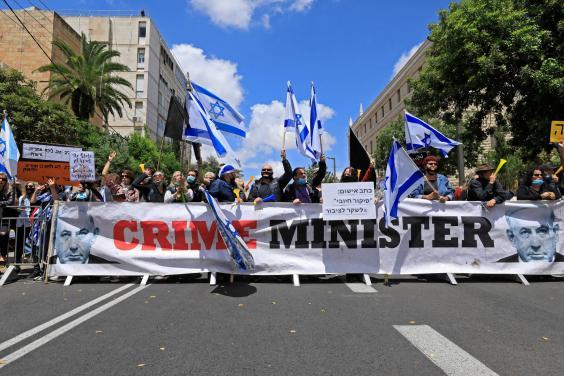 Israeli protesters rally against Prime Minister Benjamin Netanyahu outside his residence in Jerusalem (EMMANUEL DUNAND/AFP via Getty Images)