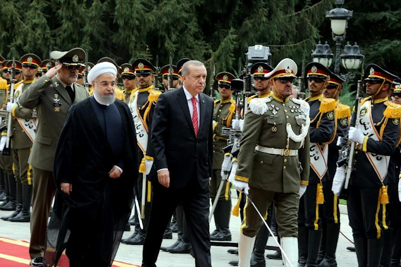 Iranian President Hassan Rouhani (L) welcomes Turkish counterpart Recep Tayyip Erdogan to Tehran on October 4, 2017 in a sign of warming ties between the two neighbours which both strongly oppose last week's Iraqi Kurdish vote for independence (AFP Photo/HO)