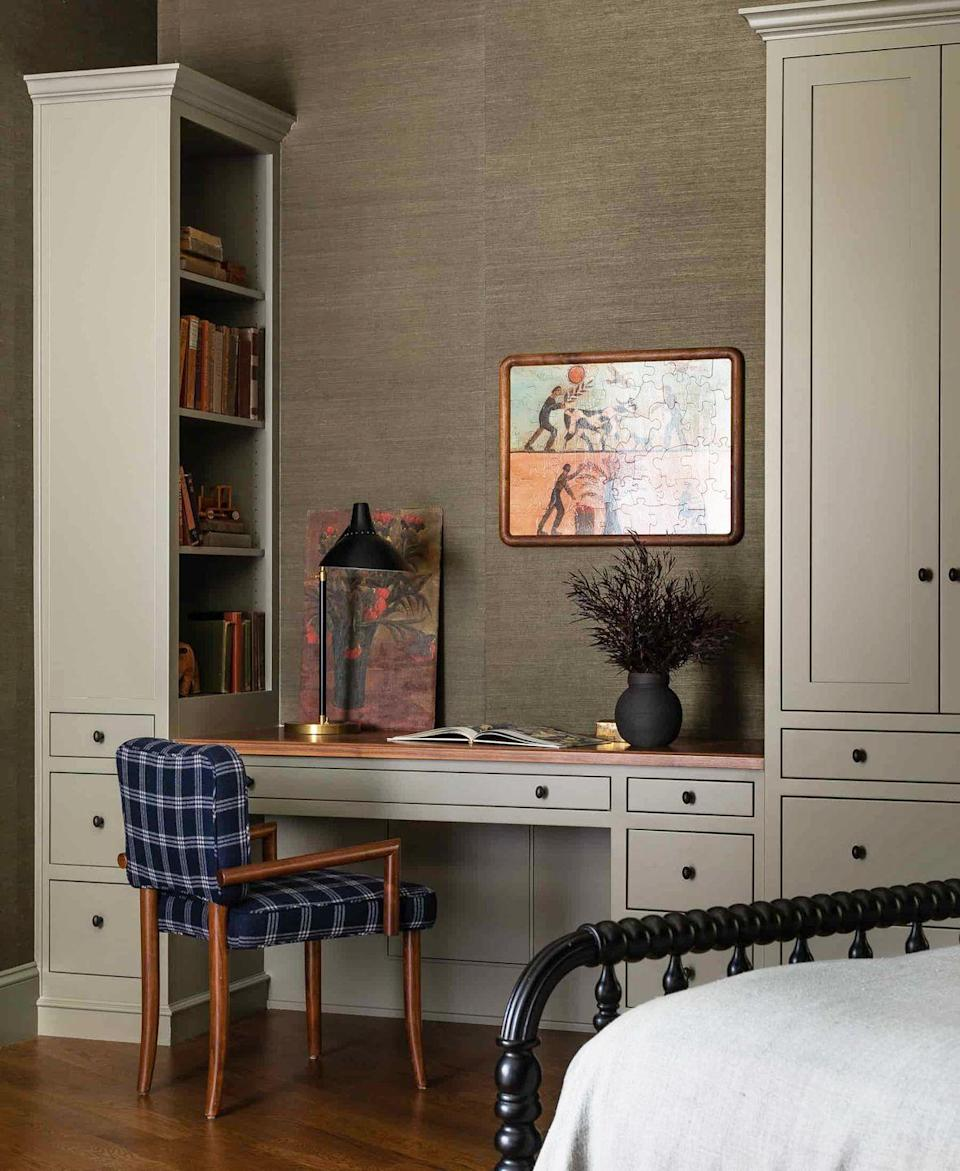 """<p>Now here's a stylish bedroom that still has plenty of character, thanks to designer <a href=""""https://heidicaillierdesign.com/"""" rel=""""nofollow noopener"""" target=""""_blank"""" data-ylk=""""slk:Heidi Caillier"""" class=""""link rapid-noclick-resp"""">Heidi Caillier</a>. A personal work space will make them feel more independent and hopefully boost productivity while they study from home. </p>"""