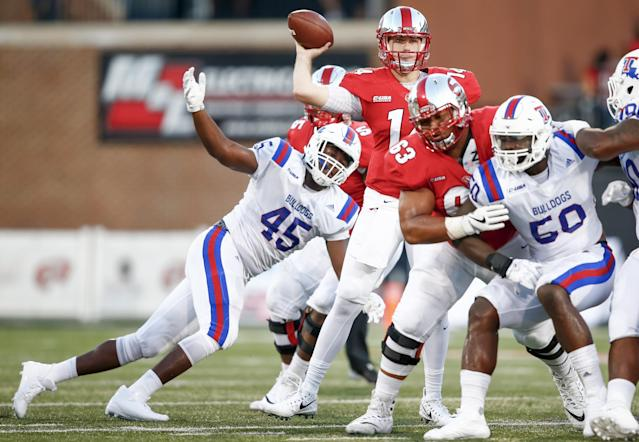 "BOWLING GREEN, IN – SEPTEMBER 16: Mike White #14 of the <a class=""link rapid-noclick-resp"" href=""/ncaab/teams/wao/"" data-ylk=""slk:Western Kentucky Hilltoppers"">Western Kentucky Hilltoppers</a> passes the ball as Jaylon Ferguson #45 of the Louisiana Tech Bulldogs approaches. (Photo by Michael Hickey/Getty Images)"