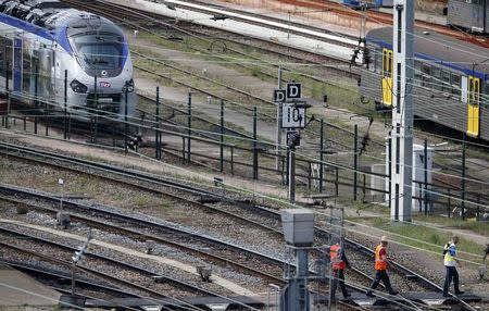 A new Regiolis regional train (L) made by power and train-making firm Alstom, is seen next to a platform at Strasbourg's railway station, May, 21, 2014. REUTERS/Vincent Kessler