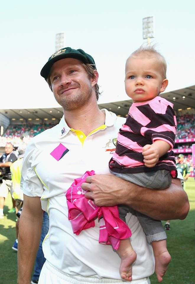 SYDNEY, AUSTRALIA - JANUARY 05:  Shane Watson of Australia celebrate victory with his son Will during day three of the Fifth Ashes Test match between Australia and England at Sydney Cricket Ground on January 5, 2014 in Sydney, Australia.  (Photo by Ryan Pierse/Getty Images)
