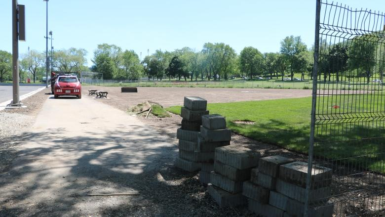 City says there isn't room for 2 softball diamonds at Jeanne-Mance Park