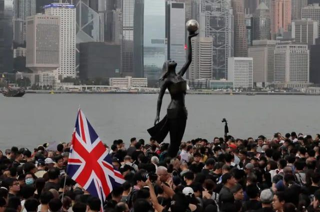 Thousands flee Hong Kong for UK fearing China crackdown