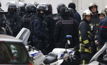 Armed French intervention police and firemen gather at the scene of a shooting in the street of Montrouge near Paris January 8, 2015. REUTERS/Charles Platiau