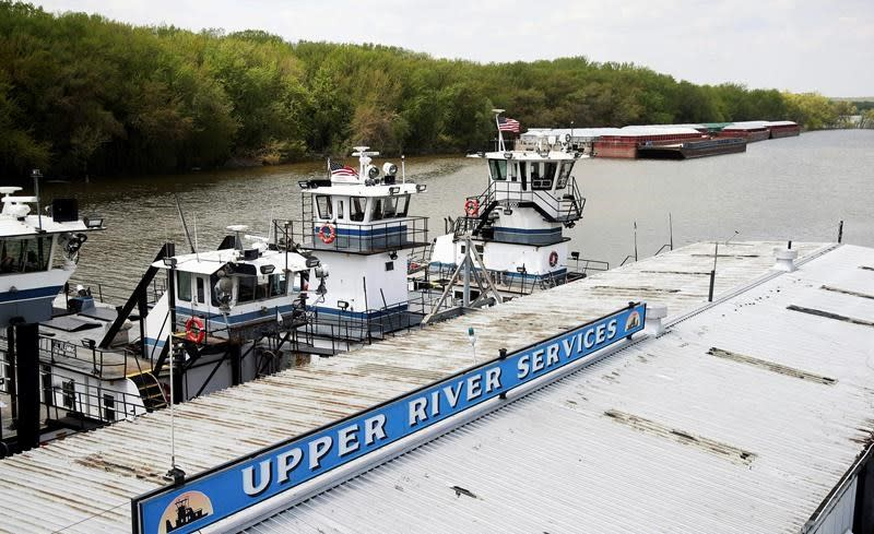 Correction: Flooding-Mississippi River Barges story