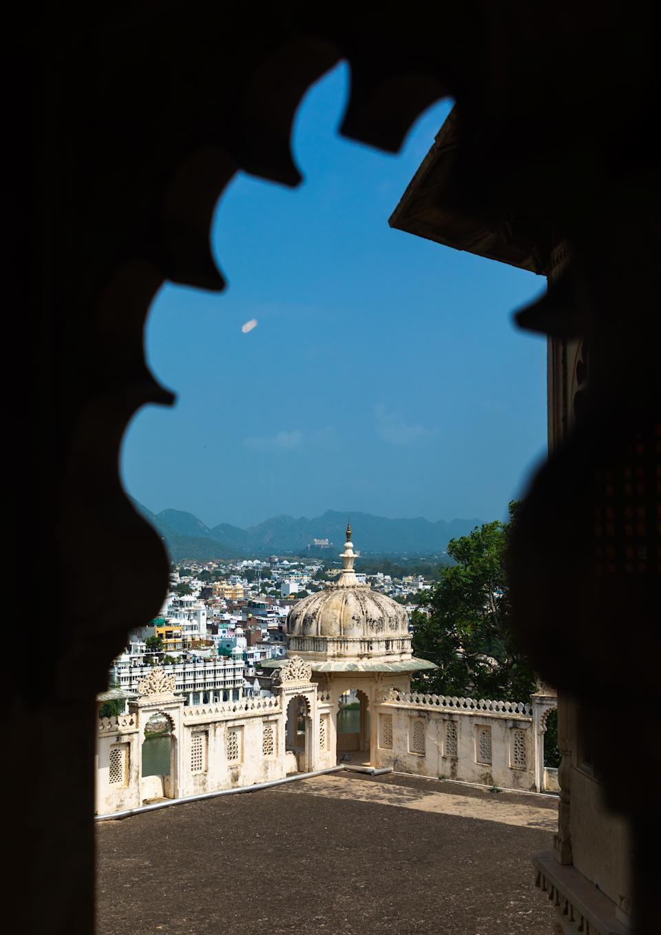The palace is located on the east bank of Lake Pichola and has several palaces built within its complex.