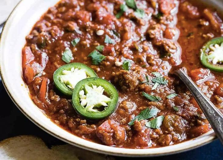 """<h2>20. No Bean Whole30 Keto Chili In The Instant Pot</h2> <p>Skip the cheese and sour cream and opt for a sprinkle of parsley instead.</p> <p><a class=""""link rapid-noclick-resp"""" href=""""https://www.foodfaithfitness.com/no-bean-whole30-keto-chili-in-the-instant-pot/"""" rel=""""nofollow noopener"""" target=""""_blank"""" data-ylk=""""slk:Get the recipe"""">Get the recipe</a></p>"""