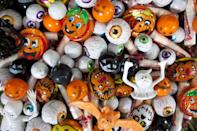 <p>Talk about eye candy! Everyone will appreciate the look of this haunted candy stash. </p>