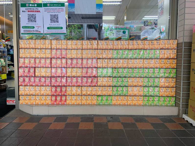 <p>A convenience store set up a colorful display in anticipation for the upcoming Ghost Festival. (Photo courtesy of 路上觀察學院/Facebook)</p>