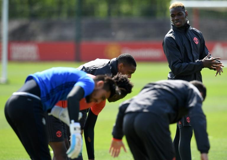 Manchester United's  midfielder Paul Pogba (R) attends a team training session on May 3, 2017