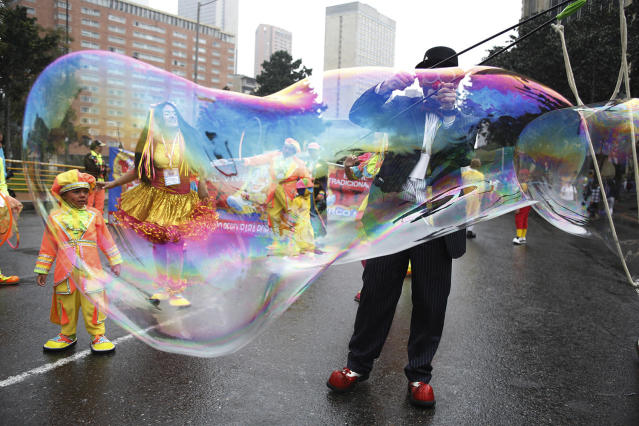 <p>A clown creates a huge bubble during an anti-government protest in Bogota, Colombia, May, 9, 2017. Members of the National Union of Circus Artists from across the country marched in Bogota to protest the government's economic policies, demand better job opportunities and better access to healthcare. (Photo: Fernando Vergara/AP) </p>