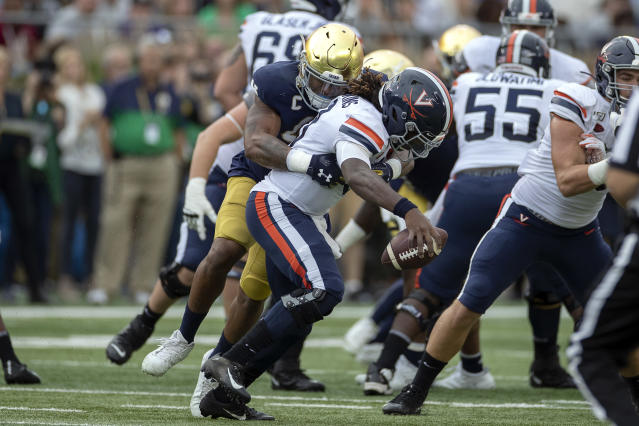 Notre Dame defensive lineman Julian Okwara sacks Virginia QB Bryce Perkins for one of three sacks on the day by the Irish pass rusher. (Getty Images)