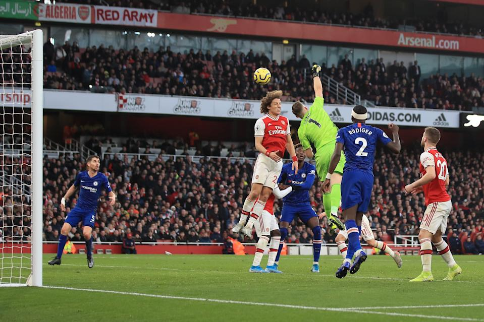 LONDON, ENGLAND - DECEMBER 29: Bernd Leno and David Luiz of Arsenal fail to clear the ball allowing Jorginho of Chelsea to score a goal during the Premier League match between Arsenal FC and Chelsea FC at Emirates Stadium on December 29, 2019 in London, United Kingdom. (Photo by Marc Atkins/Getty Images)