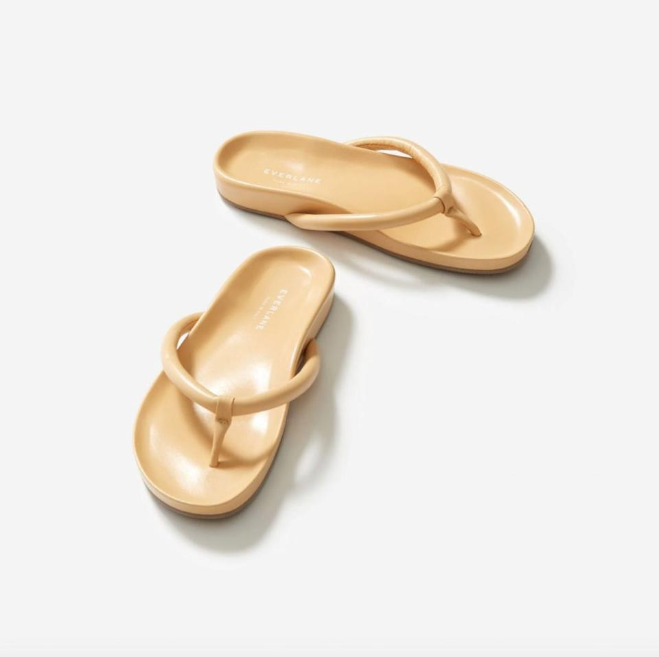 This image has an empty alt attribute; its file name is Everlane-form-thong-sandal-1024x1021.jpg