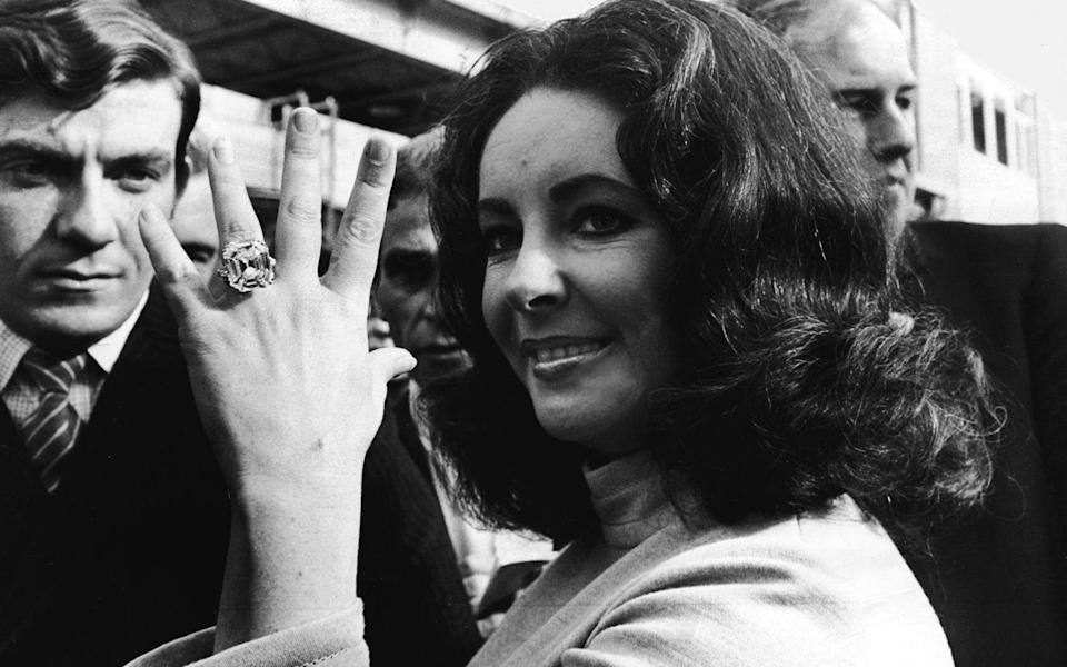 Elizabeth Taylor flashing the 33-carat Krupp diamond, a gift from Richard Burton - Newspapers/Hulton Archive/Getty Images