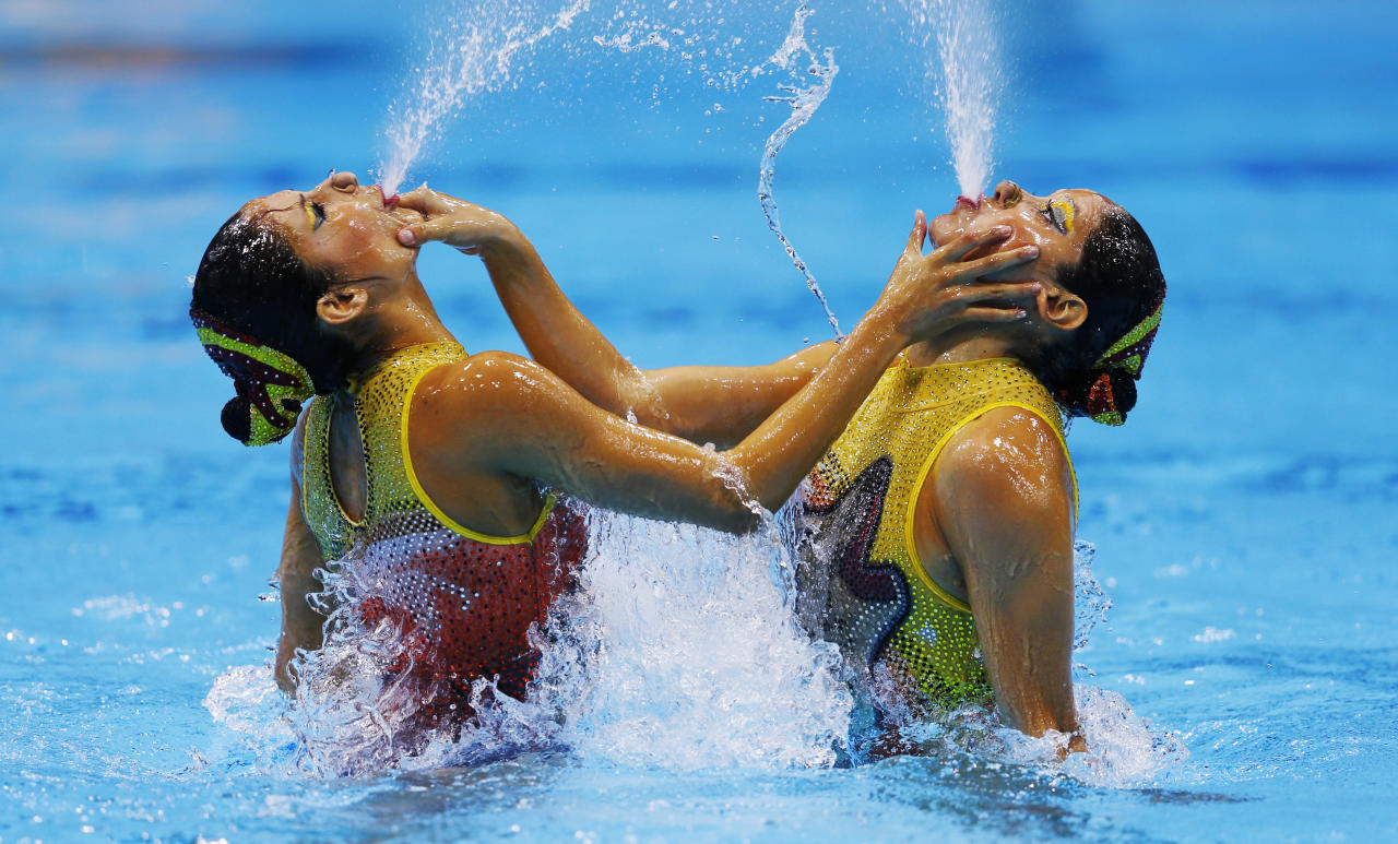 Mexico's Isabel Delgado Plancarte and Nuria Diosdado Garcia spit water during their performace in the synchronised swimming duets free routine qualification round during the London 2012 Olympic Games at the Aquatics Centre August 6, 2012.          REUTERS/Michael Dalder (BRITAIN  - Tags: OLYMPICS SPORT SWIMMING TPX IMAGES OF THE DAY)