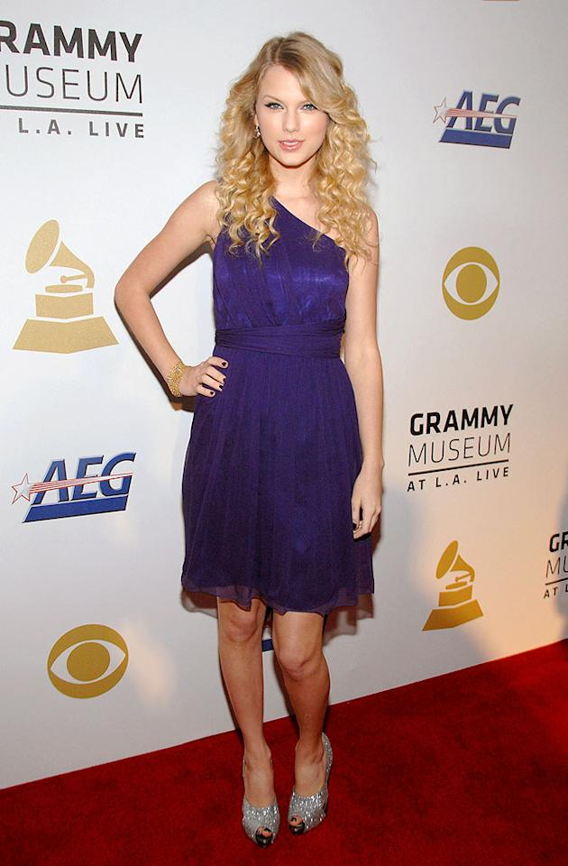"Joe's ex, Taylor Swift, struck a pretty pose in a purple one-shoulder frock before performing for the crowd. John Shearer/<a href=""http://www.wireimage.com"" target=""new"">WireImage.com</a> - December 3, 2008"