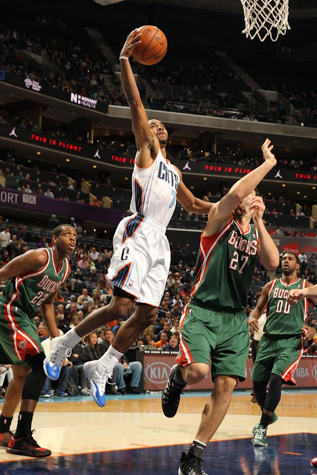 CHARLOTTE, NC - NOVEMBER 29: Ramon Sessions #7 of the Charlotte Bobcats shoots against Zaza Pachulia #27 of the Milwaukee Bucks during the game at the Time Warner Cable Arena on November 29, 2013 in Charlotte, North Carolina. (Photo by Kent Smith/NBAE via Getty Images)