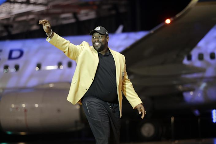 Warren Sapp is introduced before the inaugural Pro Football Hall of Fame Fan Fest Friday, May 2, 2014, at the International Exposition Center in Cleveland. (AP Photo/Mark Duncan)