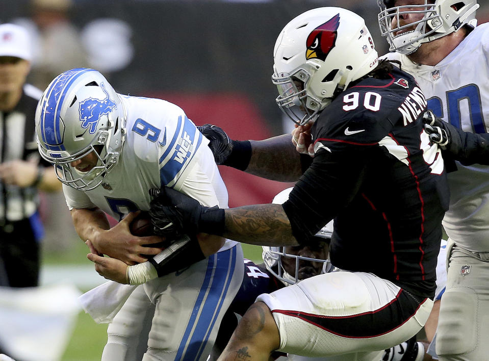The Miami Dolphins signed defensive lineman Robert Nkemdiche, right, on Thursday. (AP)