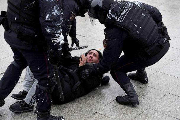 PHOTO: Police detain a protester during a rally in support of jailed opposition leader Alexey Navalny in downtown Moscow on Jan. 23, 2021. (Natalia Kolesnikova/AFP via Getty Images)