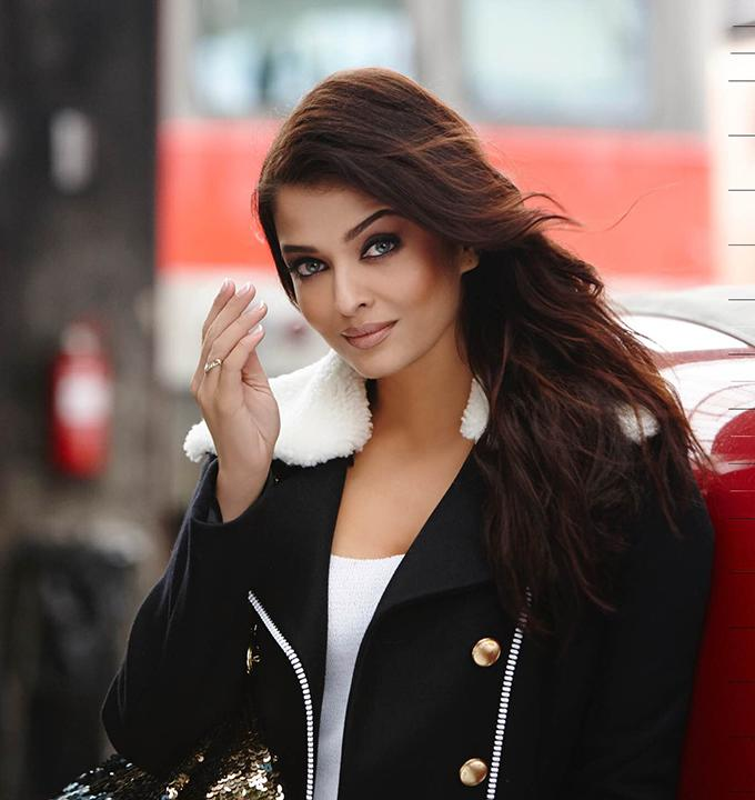 <p>Over a decade ago when Aishwarya Rai, was not a Bachchan and gossips of her high-profile affair with Salman Khan were rife in media, Shah Rukh Khan had signed her for his home production Chalte Chalte. It was during the movie's shoot one day, Salman Khan stormed into the set, picked a fight with his then girlfriend creating an embarrassing situation for Aish surrounded by the crew. This led to a huge controversy that didn't sit well with SRK. to avoid future disruption, SRK got Rani to replace his Devdas co-star. </p>