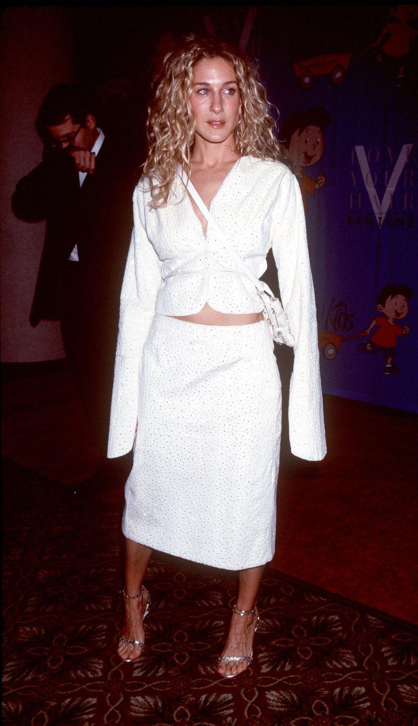 """<p>Sarah Jessica Parker al Rosie O'Donnell's """"For All Kids Foundation's 2nd Annual White Rose Awards Gala. New York, 1999.<br></p>"""