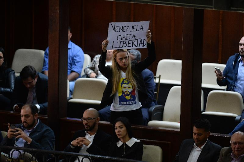 "Activist Lilian Tintori displays a placard reading ""Venezuela Screams for Freedom"" as the opposition-led National Assembly holds a session (AFP Photo/Federico PARRA)"