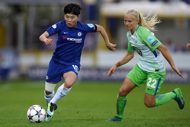 Soccer Football - Women's Champions League Semi Final First Leg - Chelsea v VfL Wolfsburg - The Cherry Red Records Stadium, London, Britain - April 22, 2018 Chelsea's So-Yun Ji in action with Wolfsburg's Pernille Harder Action Images via Reuters/Adam Holt