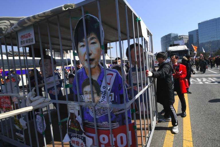 Anti-government activists celebrate in Seoul on march 10, 2017 as South Korean President Park Geun-Hye is fired by the country's top court
