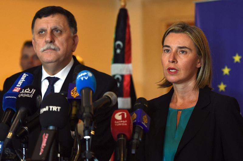 Libyan Prime Minister Fayez al-Sarraj (L) and EU foreign policy chief Federica Mogherini (R) attend a joint press conference in Tunis on January 8, 2016 (AFP Photo/Fethi Belaid)