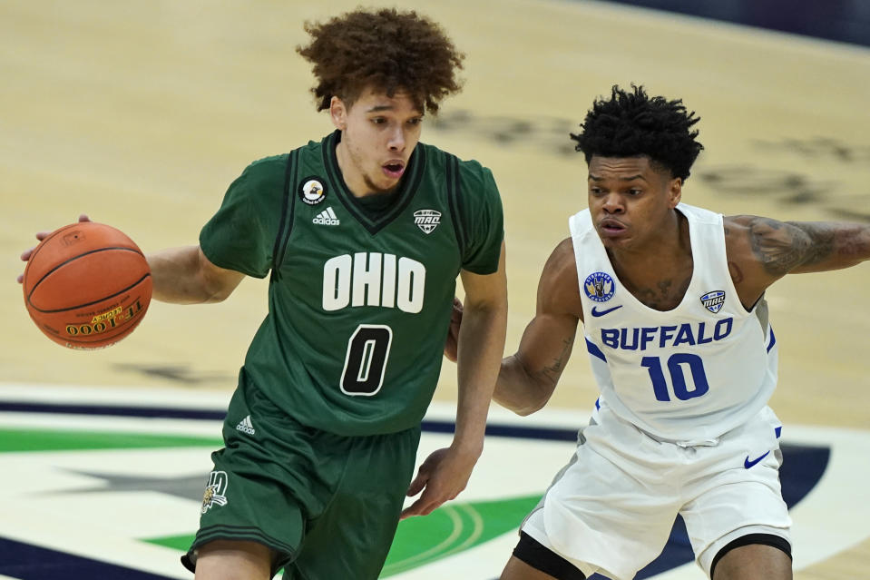 Ohio's Jason Preston (0) drives to the basket against Buffalo's Ronaldo Segu (10) during a game on March 13, 2021. (AP)
