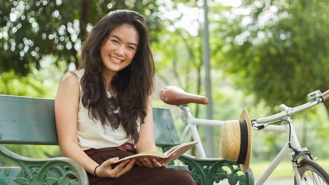 ilustrasi perempuan bahagia/copyright by Shutterstock