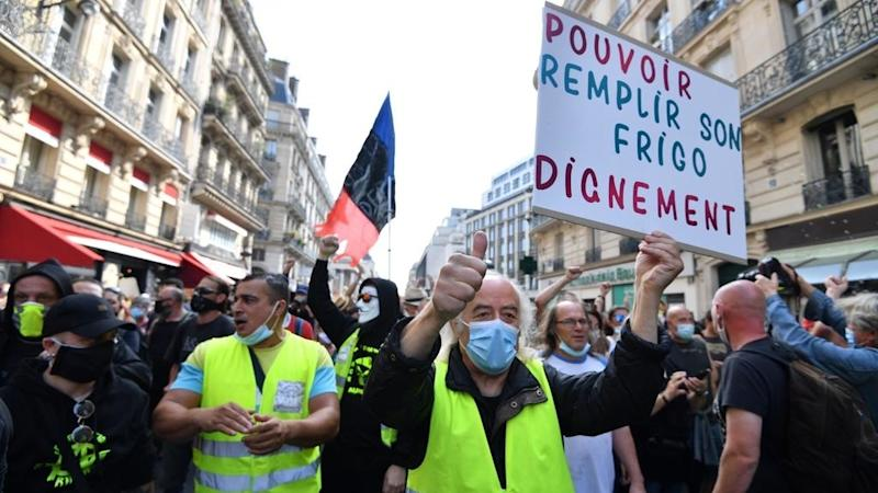 French Yellow Vests tussle with police as protests resume