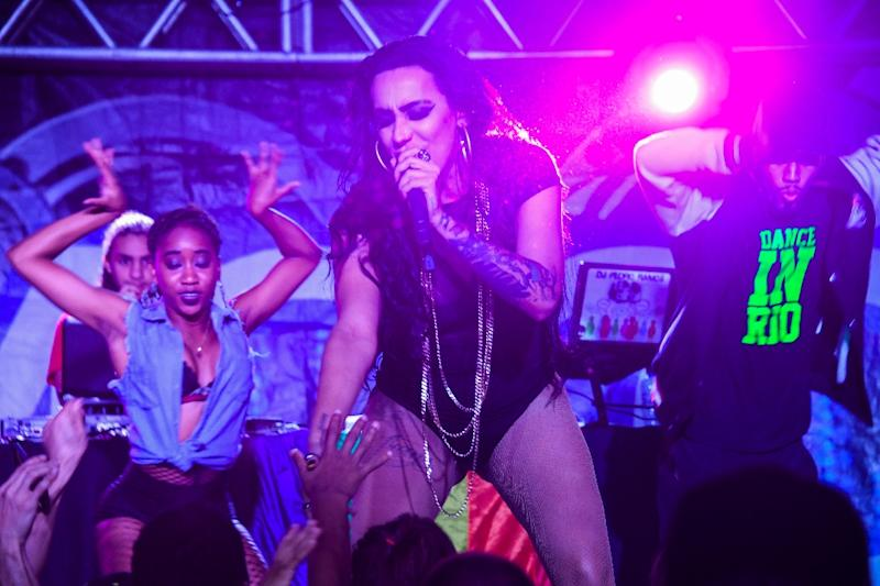 Brazilian funk performer MC Trans, seen here performing in a Rio favela, has taken her message of tolerance to a wide audience (AFP Photo/Apu Gomes)