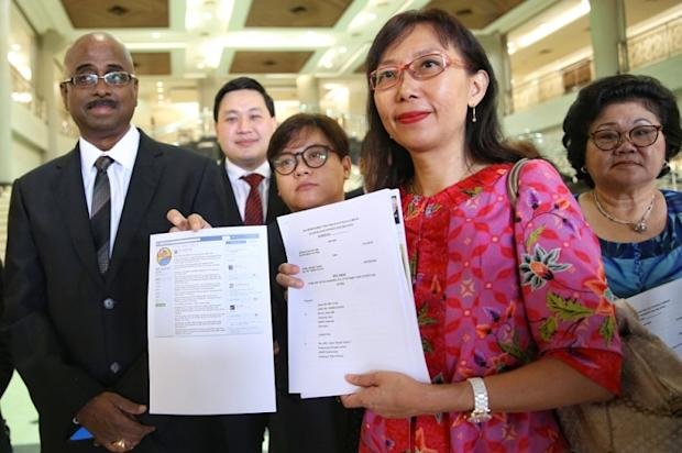 Seputeh MP Teresa Kok (second from right) filed a defamation lawsuit against Sungai Besar Umno chief Datuk Seri Jamal Md Yunos in Kuala Lumpur April 6, 2017. — Picture by Saw Siow Feng