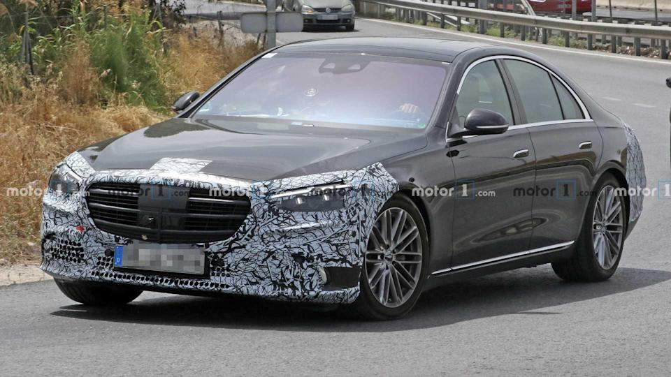 """<p>These photos of Mercedes-Benz S-Class provide a great look at the new pop-out door handles.</p> <h3><a href=""""https://www.motor1.com/news/433586/mercedes-s-class-spy-less-camo/"""" rel=""""nofollow noopener"""" target=""""_blank"""" data-ylk=""""slk:2021 Mercedes S-Class Spied With Less Camo, Shows Pop-Out Door Handles"""" class=""""link rapid-noclick-resp"""">2021 Mercedes S-Class Spied With Less Camo, Shows Pop-Out Door Handles</a></h3> <br><a href=""""https://www.motor1.com/news/432843/2021-mercedes-s-class-interior-preview/"""" rel=""""nofollow noopener"""" target=""""_blank"""" data-ylk=""""slk:2021 Mercedes S-Class Interior Officially Previewed With Five Screens"""" class=""""link rapid-noclick-resp"""">2021 Mercedes S-Class Interior Officially Previewed With Five Screens</a><br><a href=""""https://www.motor1.com/news/432657/2021-mercedes-s-class-w223-interior/"""" rel=""""nofollow noopener"""" target=""""_blank"""" data-ylk=""""slk:2021 Mercedes S-Class Shows Huge Screen, HUD With Augmented Reality"""" class=""""link rapid-noclick-resp"""">2021 Mercedes S-Class Shows Huge Screen, HUD With Augmented Reality</a><br>"""