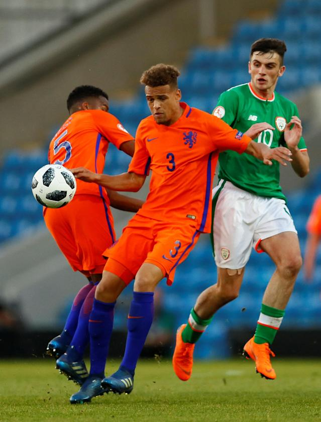 Soccer Football - UEFA European Under-17 Championship Quarter-Final - Netherlands vs Republic of Ireland - Proact Stadium, Chesterfield, Britain - May 14, 2018 Netherland's Liam Van Gelderen in action with Ireland's Troy Parrott Action Images via Reuters/Jason Cairnduff