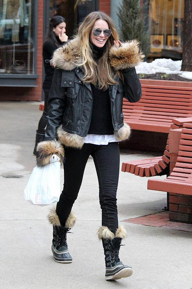 """Elle Macpherson was all smiles while running around the chic resort town. Kevin Perkins/Pedro Andrade/<a href=""""http://www.PacificCoastNews.com"""" target=""""new"""">PacificCoastNews.com</a> - December 23, 2010"""