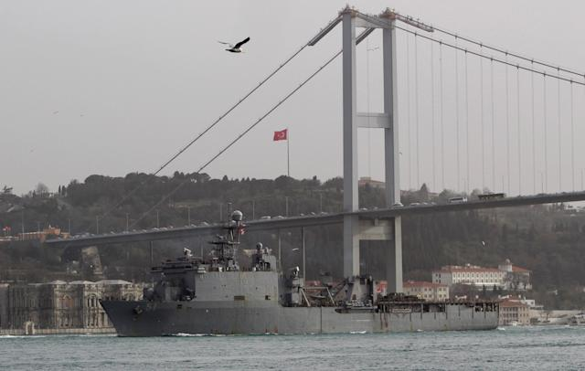 The U.S. Navy's dock landing ship USS Oak Hill (LSD-51) sets sail in the Bosphorus, on its way to the Black Sea, in Istanbul, Turkey March 7, 2018. REUTERS/Yoruk Isik