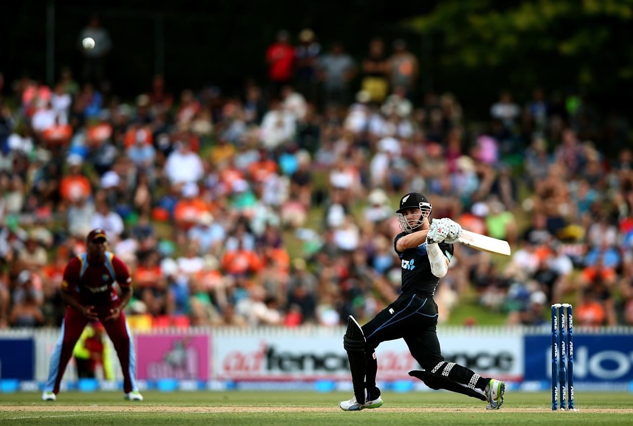 HAMILTON, NEW ZEALAND - JANUARY 08: Kane Williamson of New Zealand bats during game five of the One Day International Series between New Zealand and the West Indies at Seddon Park on January 8, 2014 in Hamilton, New Zealand.  (Photo by Phil Walter/Getty Images)