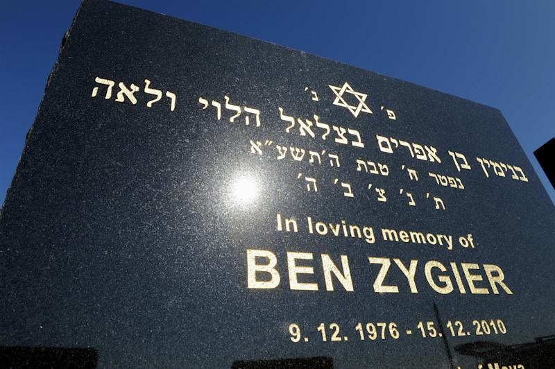 """FILE - This Feb 15. 2013 file photo shows the tombstone of Ben Zygier at Chevra Kadisha Jewish Cemetery in Melbourne, Australia. Israel's premier Benjamin Netanyahu denied Tuesday Feb. 19, 2013  that the man known as """"Prisoner X"""" , Ben Zygler, worked for Australia's security service and says relations between the countries remains strong. (AP Photo/Andrew Brownbill, File)"""
